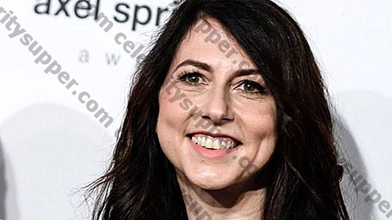 Milliardärkändisens ex-fru MacKenzie Bezos kommer att donera halva hennes förmögenhet till välgörenhet